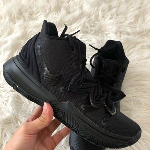 ✔️ New✔️ NIKEiD triple black Kyrie 5 ~ 9.5